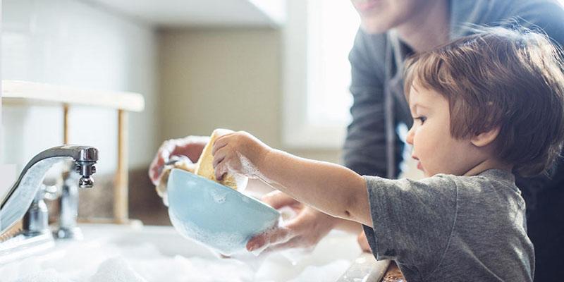 علائم خوردن مایع ظرفشویی توسط کودکان