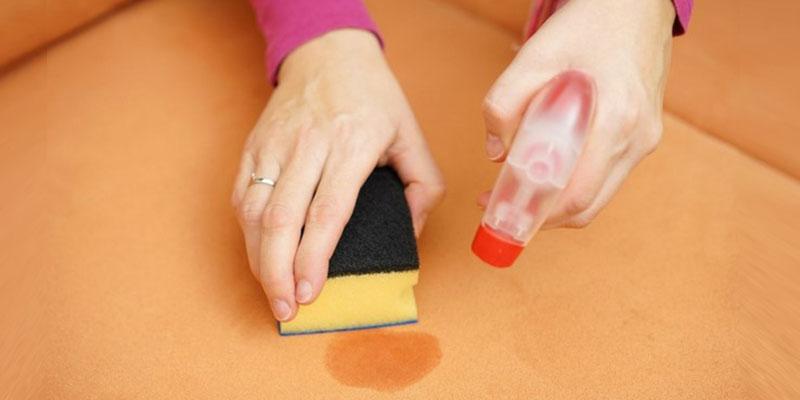تمیز کردن انواع لکههای روی مبل