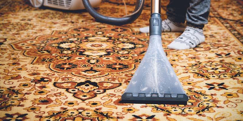 رفع گرد و غبار قبل از شروع شستشوی فرش
