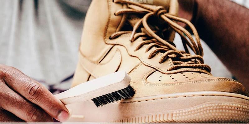 روش تمیز کردن کفش نبوک