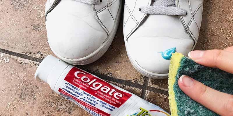 استفاده از خمیر دندان برای تمیز کردن کتانی