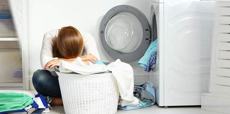 روشهای پاککردن لکههای سفید روی لباس پس از شستشو
