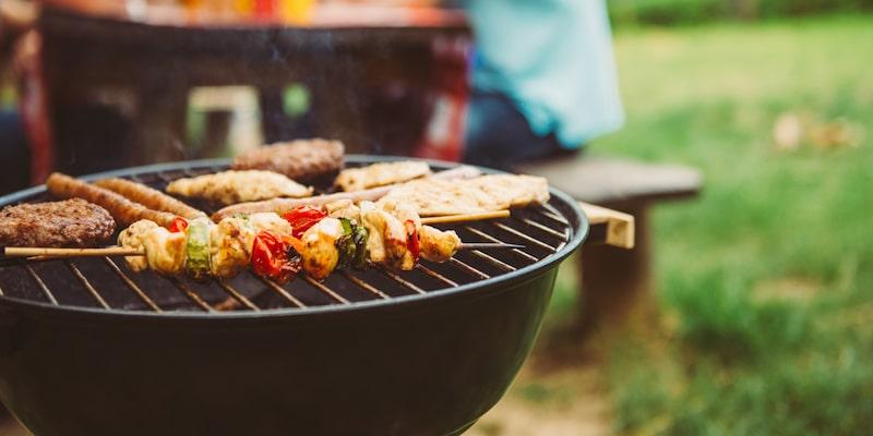 چگونه دستگاه گریل، باربیکیو و کباب پز زغالی را تمیز کنیم؟