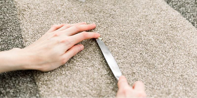 روشهای پاک کردن آدامس از روی مبل یا فرش