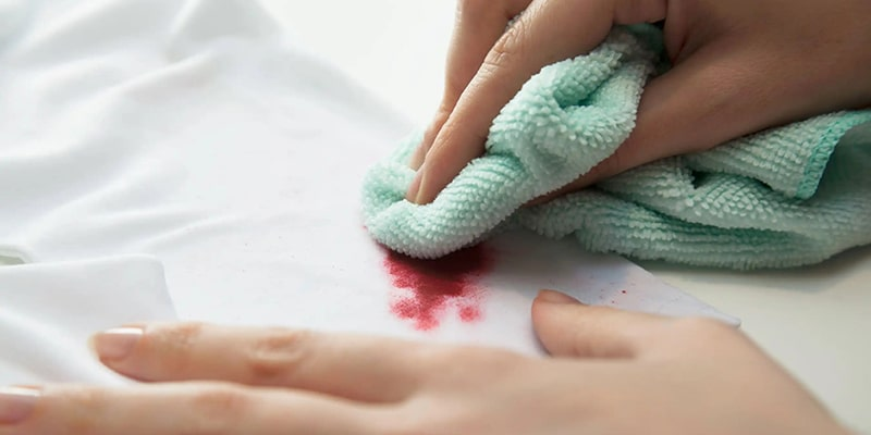 نکات مهم در مورد پاک کردن لاک از روی لباس