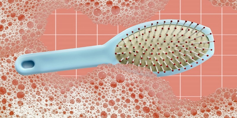 چگونه برس مو را تمیز و ضدعفونی کنیم؟