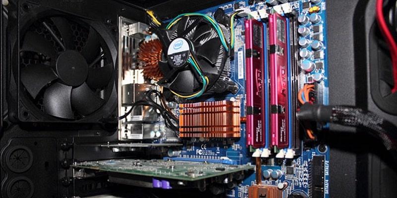 چگونه مادربورد کامپیوتر را تمیز کنیم؟