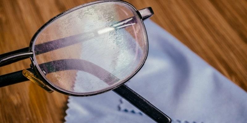 علت کثیف شدن شیشه عینک