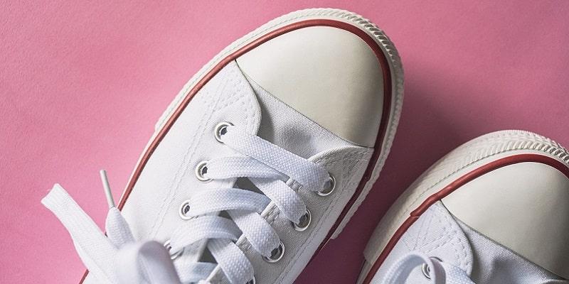 چگونه کفشهای سفید را تمیز کنیم؟